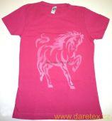 Tričko s koněm, růže